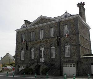 - Mairie de Plerguer, Hippolyte Beziers-Lafosse,  © Wikipedia GO69